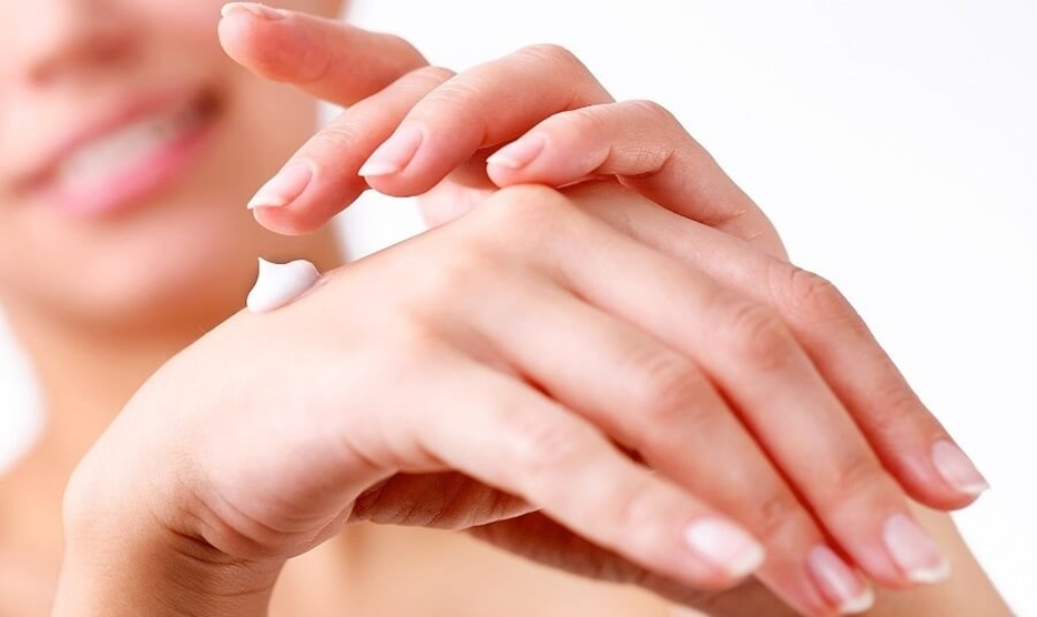 درمان خانگی برای خشکی پوست دست